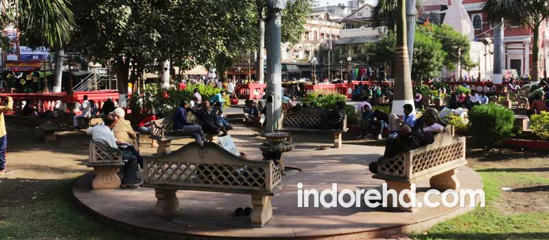 garden of rajwada, market around rajwada, indore markets - IndoreHD