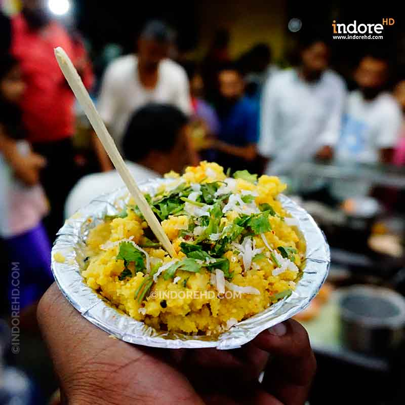 20-MUST-HAVE-FOODS-WHEN-YOU-ARE-IN-INDORE-BHUTTE-KA-KEES-SARAFA-INDORE-HD