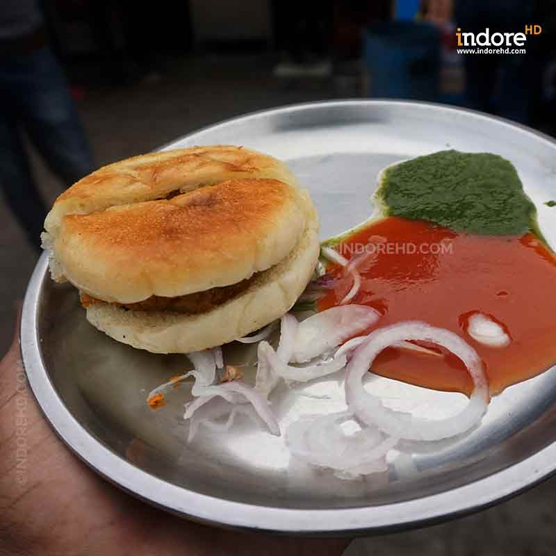 20-MUST-HAVE-FOODS-WHEN-YOU-ARE-IN-INDORE-JOHNY-HOT-DOG-INDORE-HD-CHAPPAN-DUKAN
