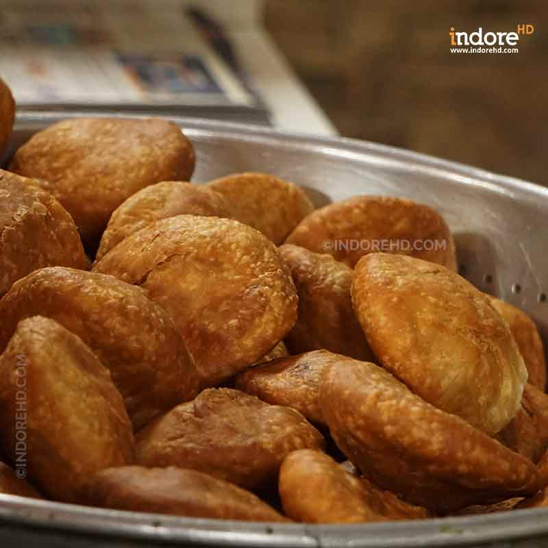 20-MUST-HAVE-FOODS-WHEN-YOU-ARE-IN-INDORE-KACHORI-INDORE-HD