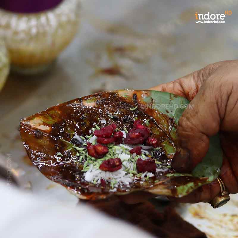 20-MUST-HAVE-FOODS-WHEN-YOU-ARE-IN-INDORE-PAAN-INDORE-HD