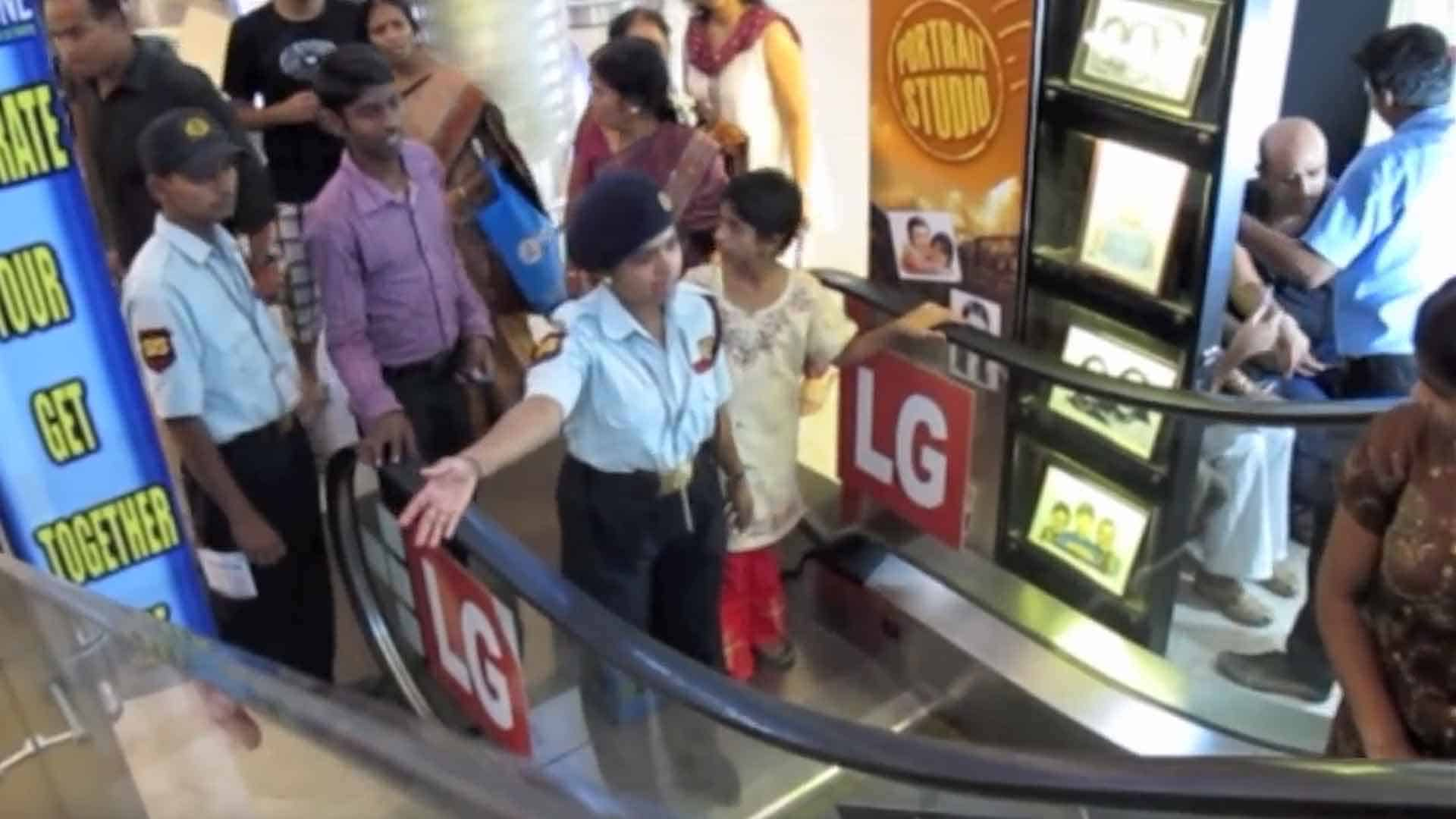 Funny-Things-Indori-Does-in-Malls-IndoreHD
