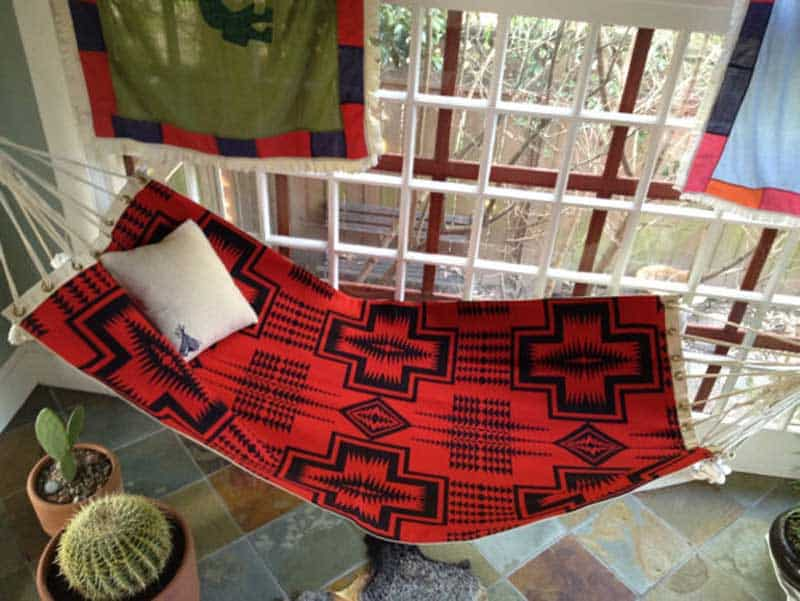 Hd ways to make your balcony the perfect chill out area for Balcony hammock