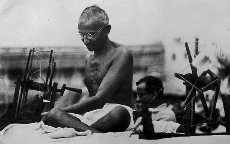 10-Interesting-Facts-About-Mahatma-Gandhi-That-Every-Indian-Must-Know-writing-latter