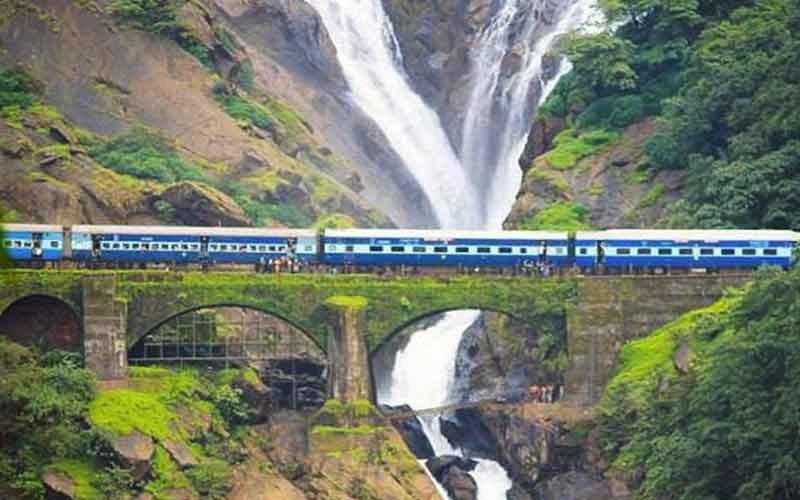 Dudhsagar-Railway-Station,-Goa