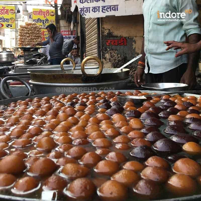 Gulab-Jamun-Indore-HD-Sweet-Sarafa-Streets-Of-indore
