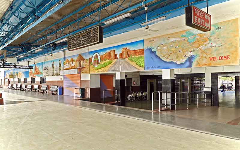 The-Gandhidham-Railway-Station-paintings